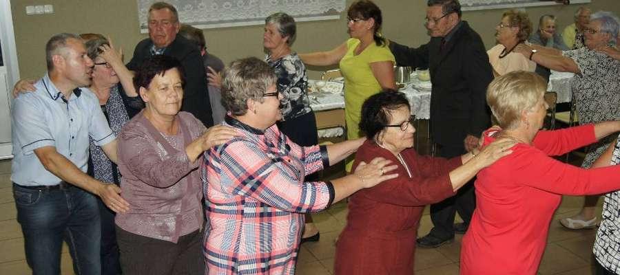 Seniorzy z Pacółtowa na tanecznym parkiecie