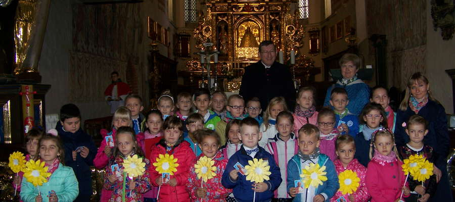 Uczniowie po występie w kościele
