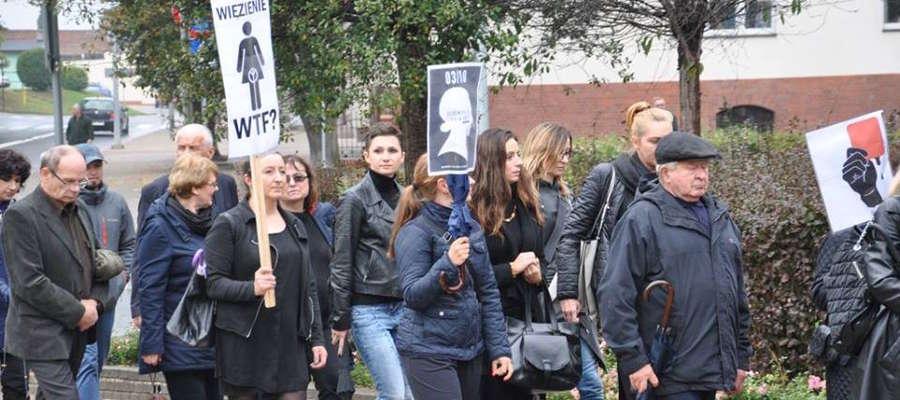 Dziś mieszkańcy Susza przeszli ulicami miasta w proteście przeciwko zaostrzeniu prawa aborcyjnego