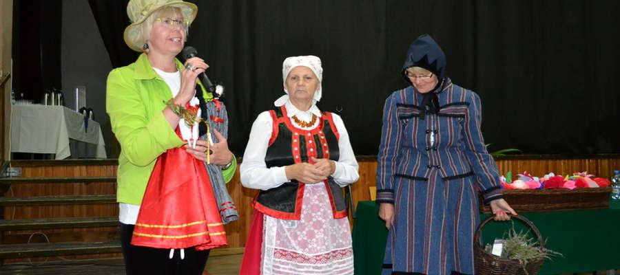 Anna Bałdyga (w środku) jest m.in. autorką tradycyjnego stroju Mazurki