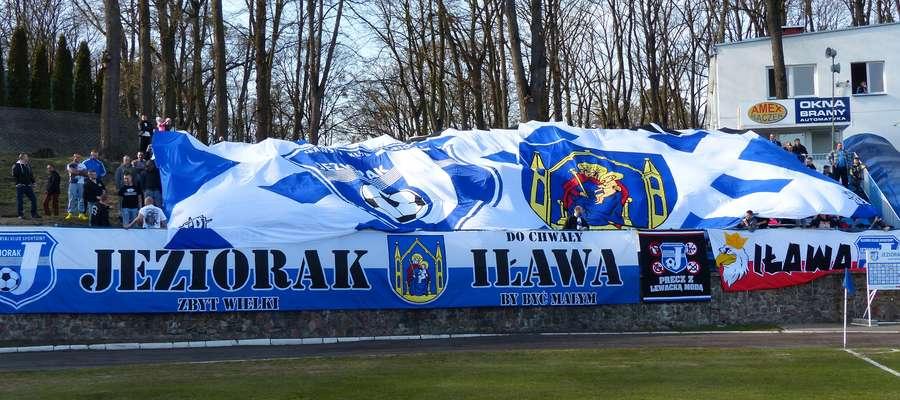 Kibice Jezioraka będą wspierali swoją drużynę podczas wyjazdowego meczu w Wikielcu