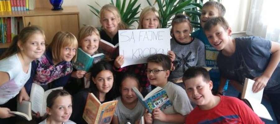 Grupa uczniów ze SP w Tuszewie biorąca udział w konkursie