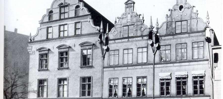 """Ulica Stary Rynek oraz kamienica zwana """"Dom Królów"""" – dzisiaj w tym miejscu znajduje się Hotel Elbląg"""