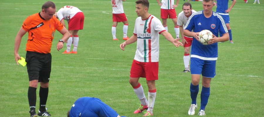 Łukasz Wolak (w środku) - autor trzech bramek dla Zatoki