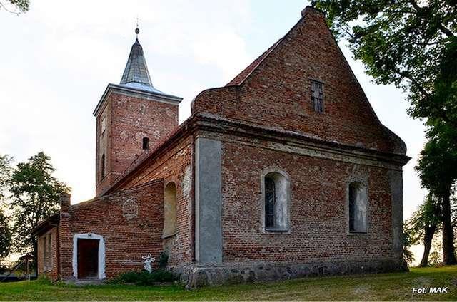 Piotrowiec: kościół p.w. św. Jana Chrzciciela - full image