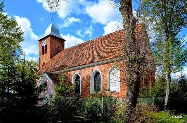 Opin: kościół parafialny p.w. Znalezienia Krzyża Świętego - full image