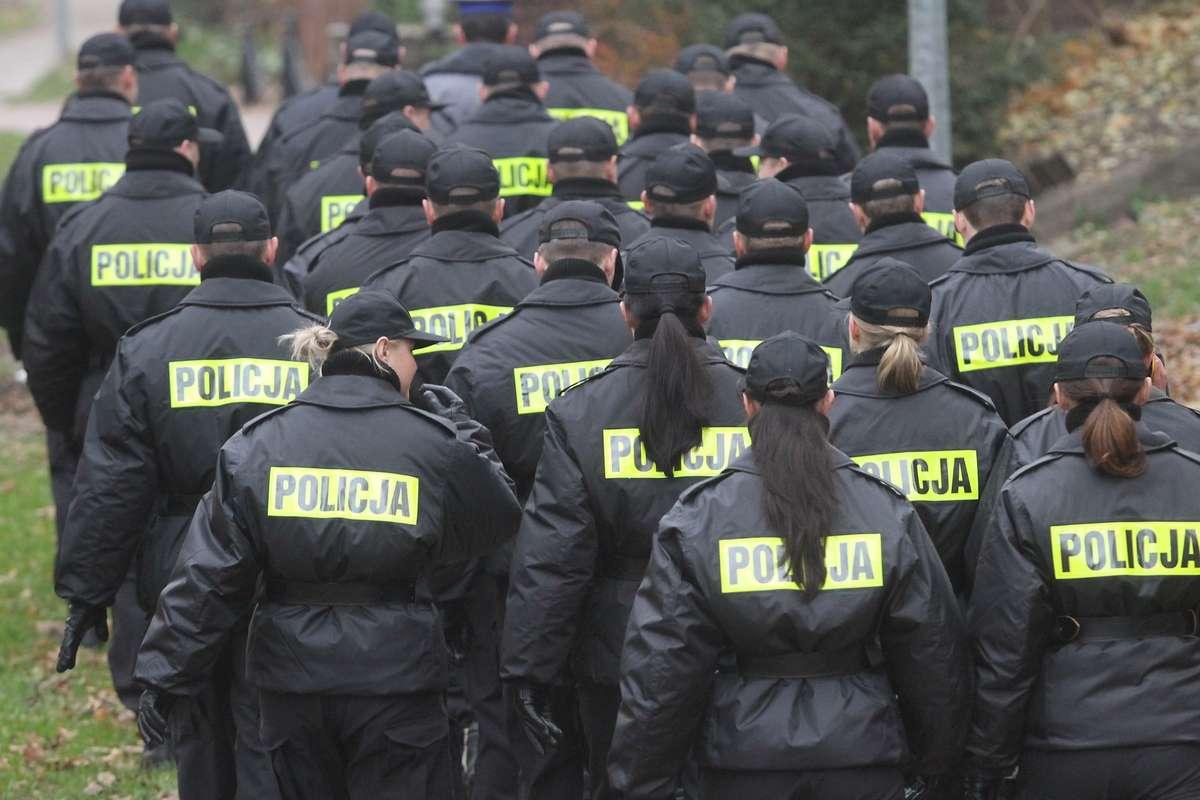 Policyjny Mundur Już Nie Taki Atrakcyjny Policja Szuka Chętnych Do