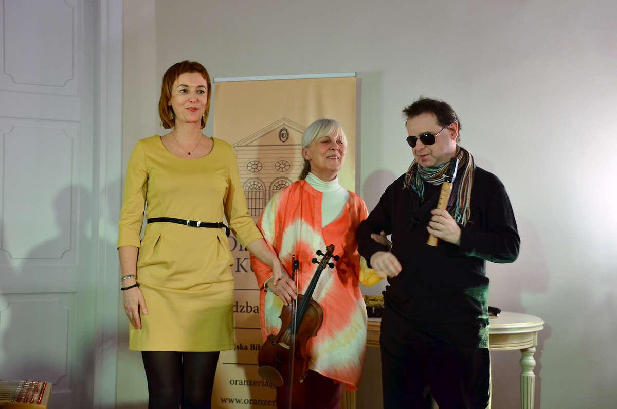 W Lidzbarku Warmińskim Ania Broda (z lewej) wystąpiła z Iwoną Sojką (skrzypce) i Jackiem Mielcarkiem, niewidomym wirtuozem saksofonu, klarnetu i duduka - full image