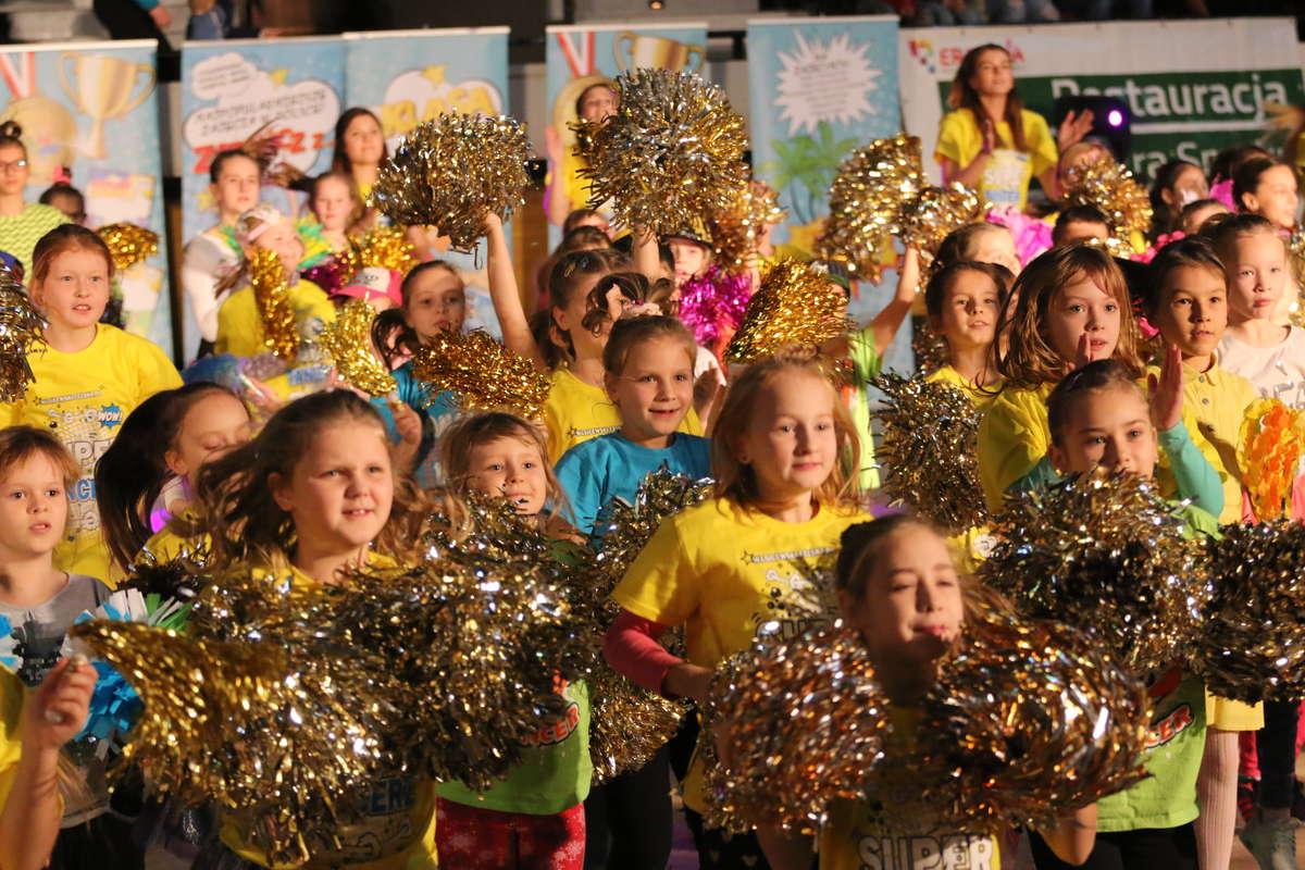 Tłumy na happeningu Olsztyn tańczy w Uranii [ZDJĘCIA] - full image