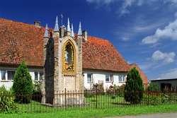 Kapliczka przydrożna w Chojnowie