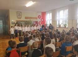 Akcja liczenia flag przez uczniów