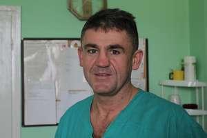 dr n. med. Tomasz Niedźwiecki, ortopeda z Wojewódzkiego Specjalistycznego Szpitala w Olsztynie