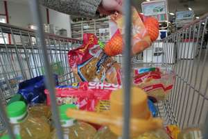 Zbiórka żywności w iławskich marketach — pomóż innym godnie spędzić święta
