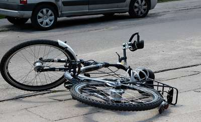 Wpadła w poślizg i potrąciła rowerzystę