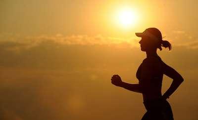 Trener personalny radzi: niezbędnik sportowca amatora, czyli nie wpadnij w marketingową pułapkę
