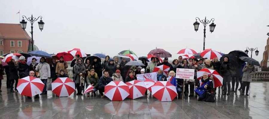 Ponad setka Związkowców z powiatu żuromińskiego protestowała przeciwko zmianom w systemie oświaty fot. ZNP Żuromin