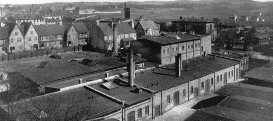 Hale produkcyjne fabryki papy Franza Schillera. Obok należąca do niego willa przy al. Grunwaldzkiej, w której dzisiaj znajduje się przedszkole