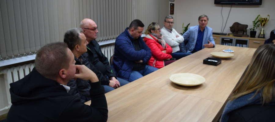 Do spotkania rodziców młodych piłkarzy Jezioraka z władzami miasta doszło 3. listopada w budynku klubowym