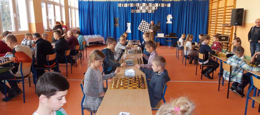 Przy szachownicach w Brzoziu Lubawskim