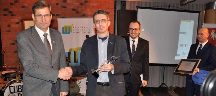 Wyróżnienie w kategorii promocja ogólna, podczas uroczystej gali, odebrał zastępca burmistrza Susza Zdzisław Zdzichowski (z lewej)