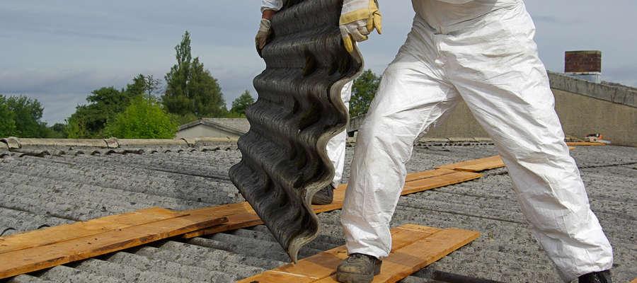 Ze względu na szkodliwość zawartych w eternicie włókien azbestu, materiał ten został zakazany i nie może być stosowany od dwóch dekad.