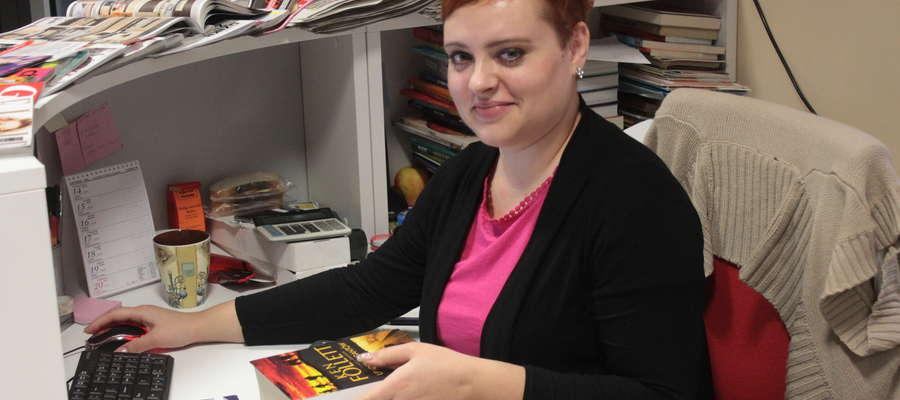 Justyna Kwaśniewska z Biblioteki Publicznej w Bisztynku twierdzi, że czytanie jest przyjemne, wzbogaca wiedzę i zabija nudę oraz rozwija wyobraźnię.