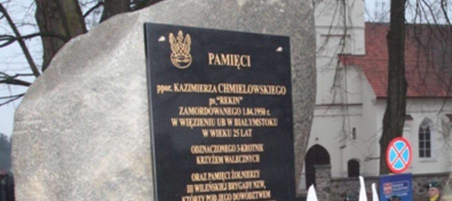 Fragment pomnika w Wydminach