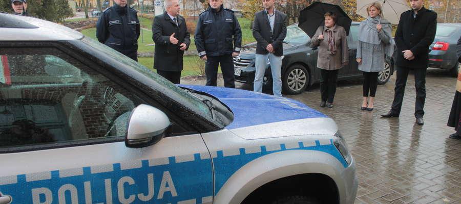 W Bisztynku odbyła się uroczystość przekazania miejscowym policjantom nowiutkiego radiowozu.