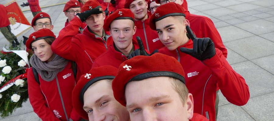 Harcerze z Lidzbarka Warmińskiego, Ornety i Lubomina podczas Święta Niepodległości jak zwykle pełnili służbę w wielu miejscach, między innymi przy Grobie Nieznanego
