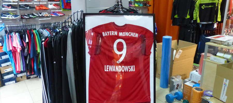 Koszulka Roberta Lewandowskiego przekazana na aukcję charytatywną przez Krzysztofa Bączka