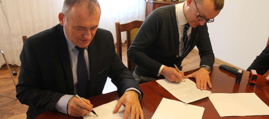 Podpisanie umowy na budowę drogi Turza Mała - Murawki