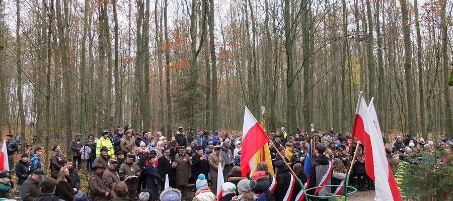 Malownicza uroczystość na Trzech Dębach w Lesie Bratiańskim