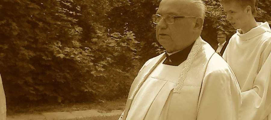 Ks. prałat Mieczysław Szabla, był wieloletnim proboszczem parafii pw. św. Jana Chrzciciela w Bartoszycach.
