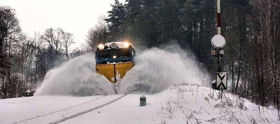 31 grudnia 2010 roku. Pług odśnieżny wyjeżdża ze Sterławek Wielkich w kierunku Kętrzyna.