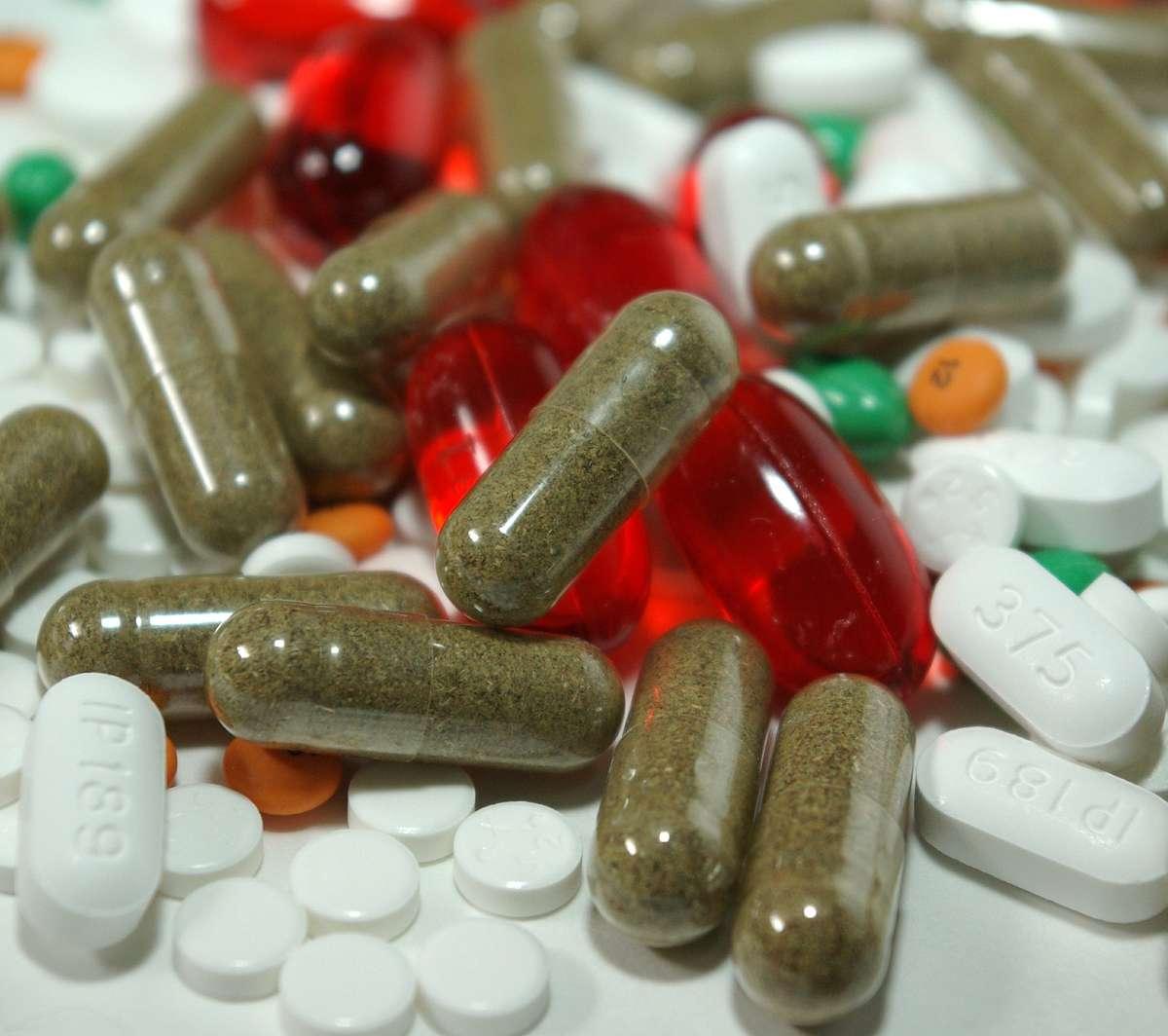 Dzieci nie będą mogły same kupować leków? Nowy pomysł Naczelnej Rady Aptekarskiej - full image