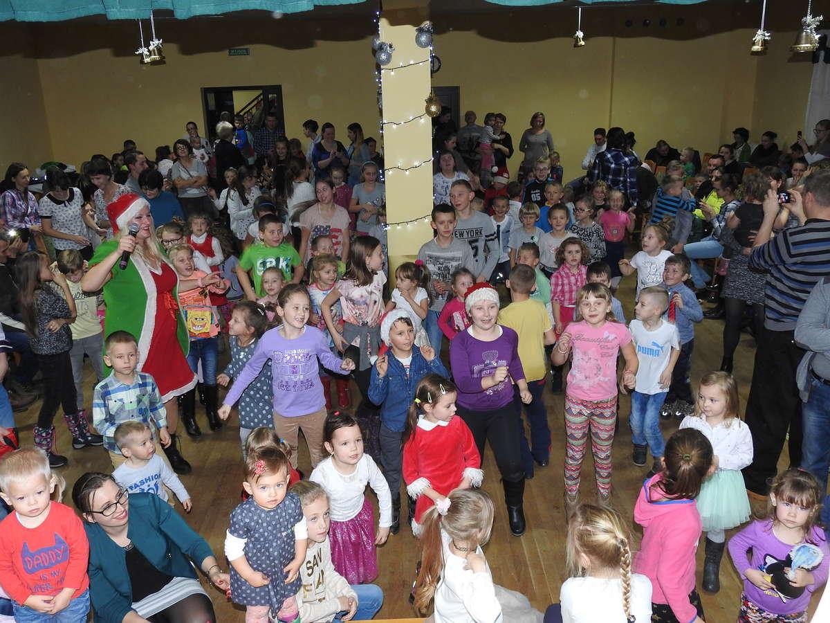 Dzieci z radością powitały świętego Mikołaja w Kurzętniku