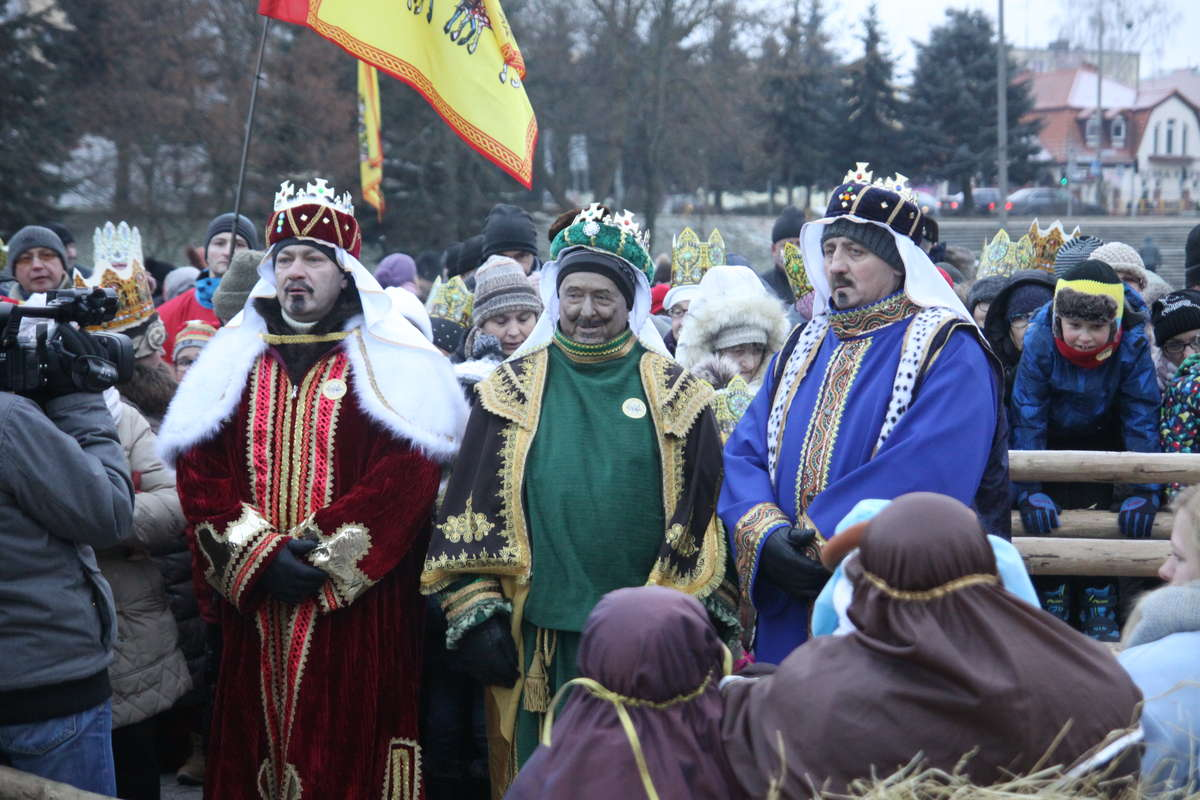 Trzej Królowie w orszaku - full image