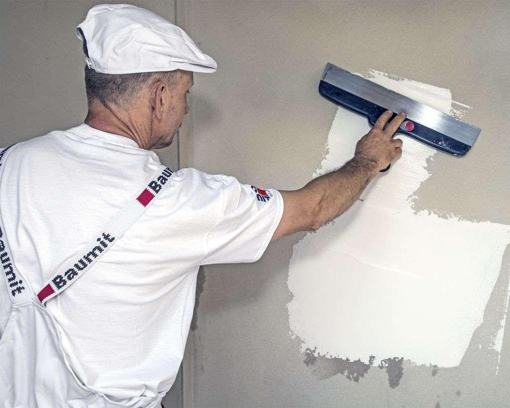 Robiąc remont zaoszczędzić czas i siły sięgając po szybkoschnący gips szpachlowy czy błyskawiczną posadzkę cementową. - full image