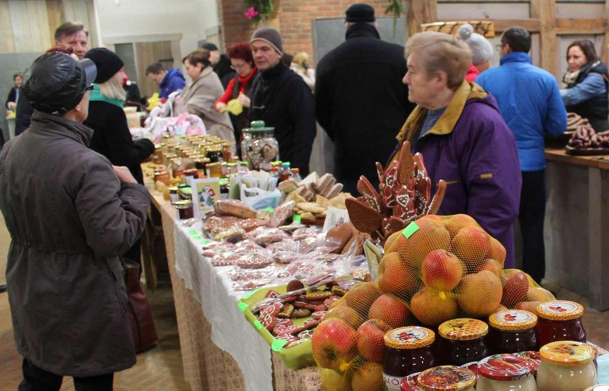 Jarmark Świąteczny w Dywitach. Pyszne jedzenie i rękodzieło - full image
