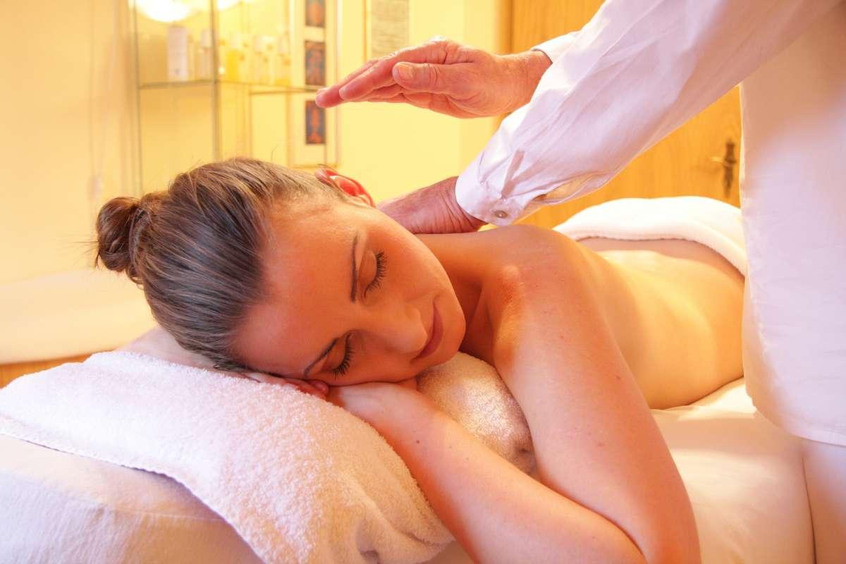 Przed świętami idź na masaż - full image