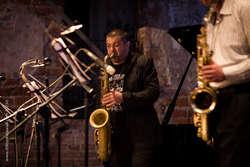 Darek Herbasz podczas występu na Festiwalu Jazzbląg
