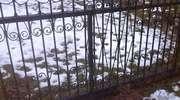 Kradł ogrodzenie z cmentarza by zrobić bramę wjazdową
