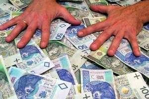 Prawie 19 milionów złotych trafiło do rodzin z programu 500 +