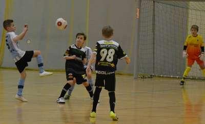 Dziwięciolatkowie i młodsi piłkarze w sobotę zagrają w hali OCSiR