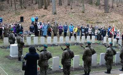 Uroczystości na cmentarzu w Markajmach
