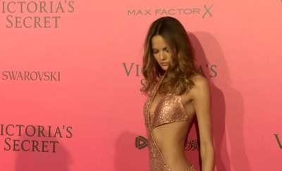 Ścianka pełna gwiazd na Victoria's Secret Fashion Show w Paryżu