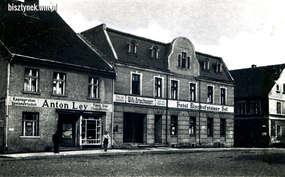 Willy Artswanger miał drogerię w budynku hotelu Bischofsteiner Hof.