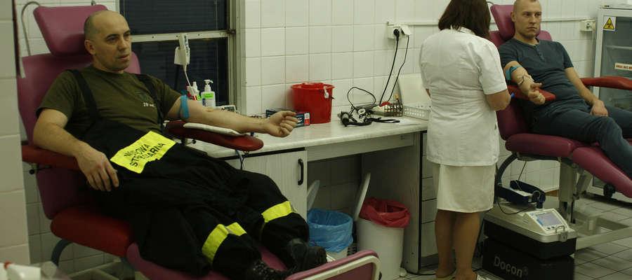 Mundurowi oddali krew.
