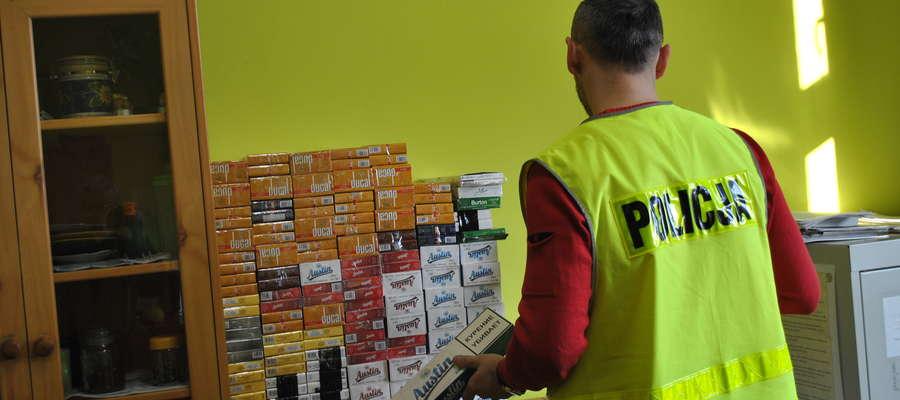 Papierosy zabezpieczone w garażu w Bartoszycach.