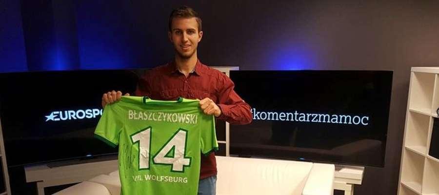Koszulka Kuby Błaszczykowskiego (VFL Wolfsburg), którą Błażej zdobył za zajęcie trzeciego miejsca, trafi na aukcję charytatywną organizowaną dla 2-letniego Bartka Cichockiego z Iławy